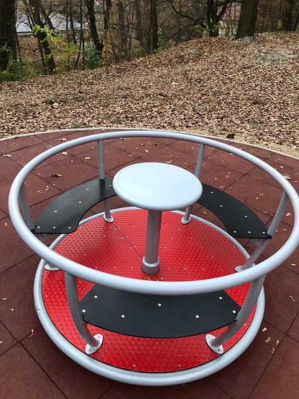 Plac zabaw Karuzela Tornado - 3 siedziska INTER FUN