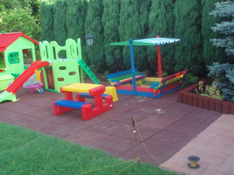 Plac zabaw Bezpieczna płytka 500x500x45mm - czerwona INTER FUN